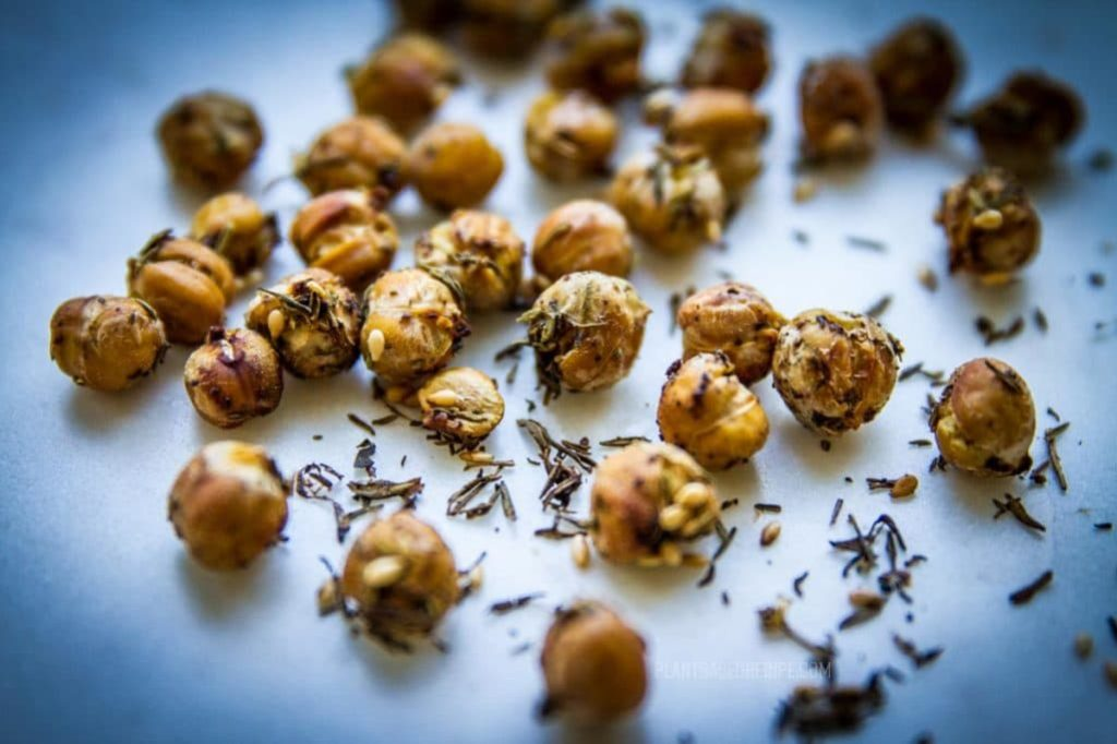 Dry roasted Za'atar chickpeas (Low fat, no oil), a perfect vegan snack!