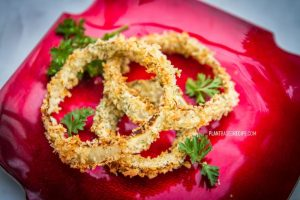 Crunchy battered and seasoned onion rings (Low fat, vegan, no oil)