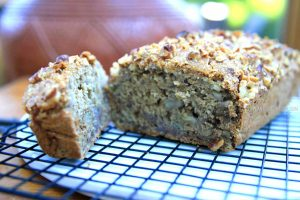 Moist and delicious walnut banana bread (no oil, low fat, vegan)